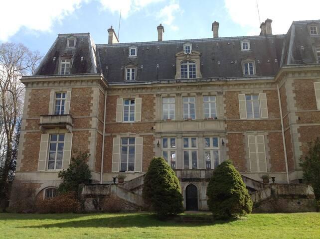 Appartement dans un Château près Paris