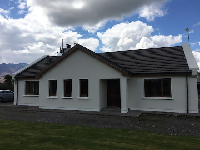 3 BEDROOM HOUSE, NEAR KILLARNEY, BEAUTIFUL VIEWS