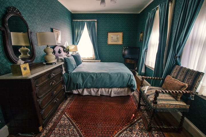 Classical Queen - Rm 5 ~Bed and Breakfast