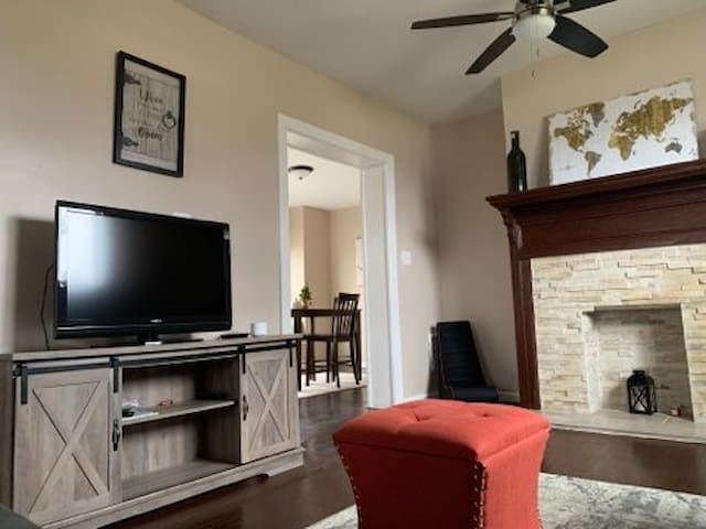 Bright 3 Bedroom Apt, Minutes to Downtown Buffalo