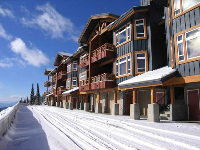 Timber Ridge condo with great ski in/ski out