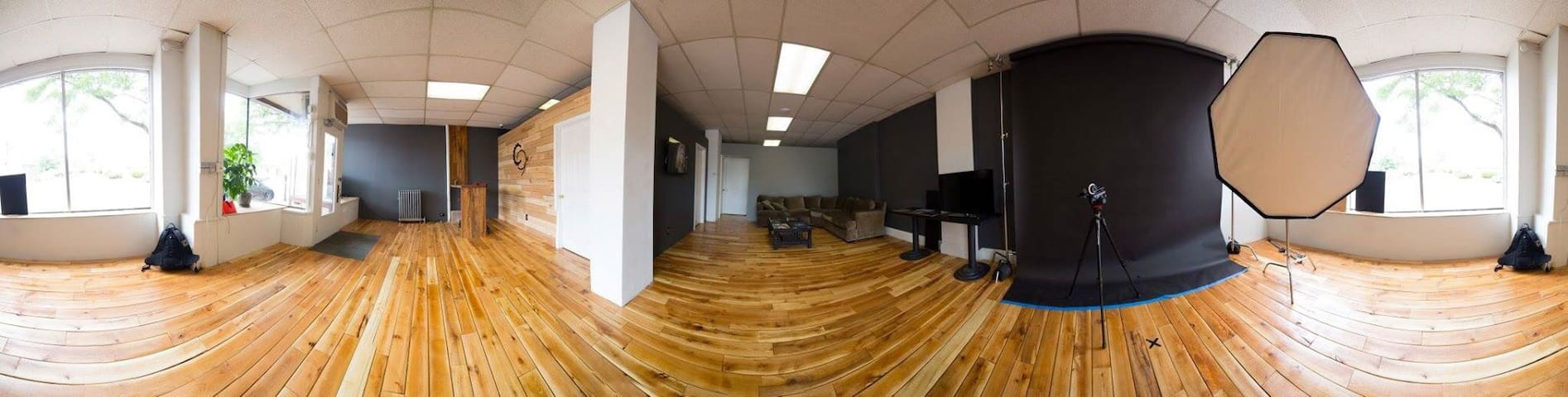 Newly Renovated Creative Studio For RNC Business - Lakewood - Loft
