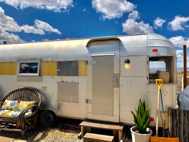Silver Girl Stargazer Camper, Hot Tub, Views