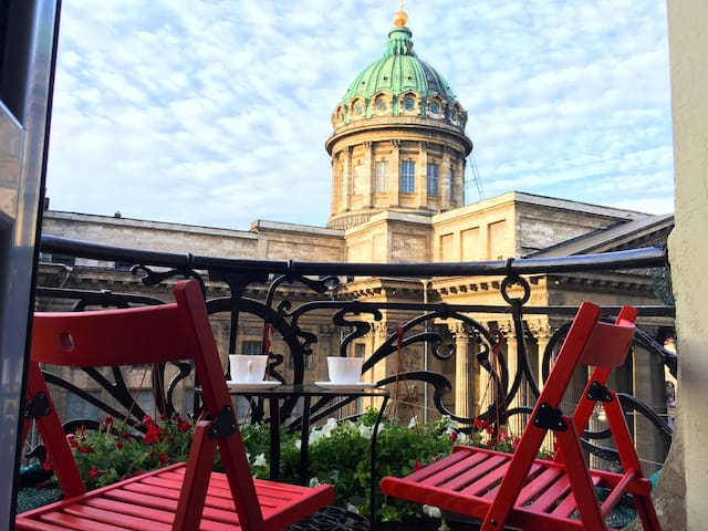 Gorgeous View on Kazan Cathedral 1 step to Nevskiy