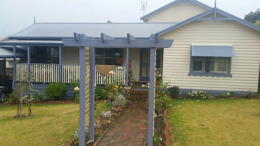 Seaside cottage in country town - Drysdale
