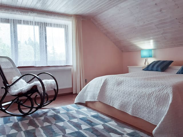 Master bedroom. A cot and an extra bed available upon request. / hlavní ložnice. Na požádání k dispozici přistýlka či dětská postýlka