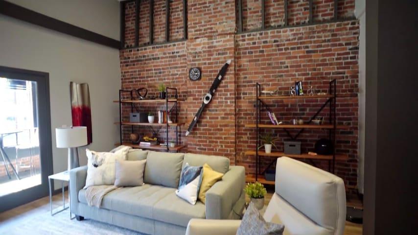 High End Luxury Penthouse Condo #300