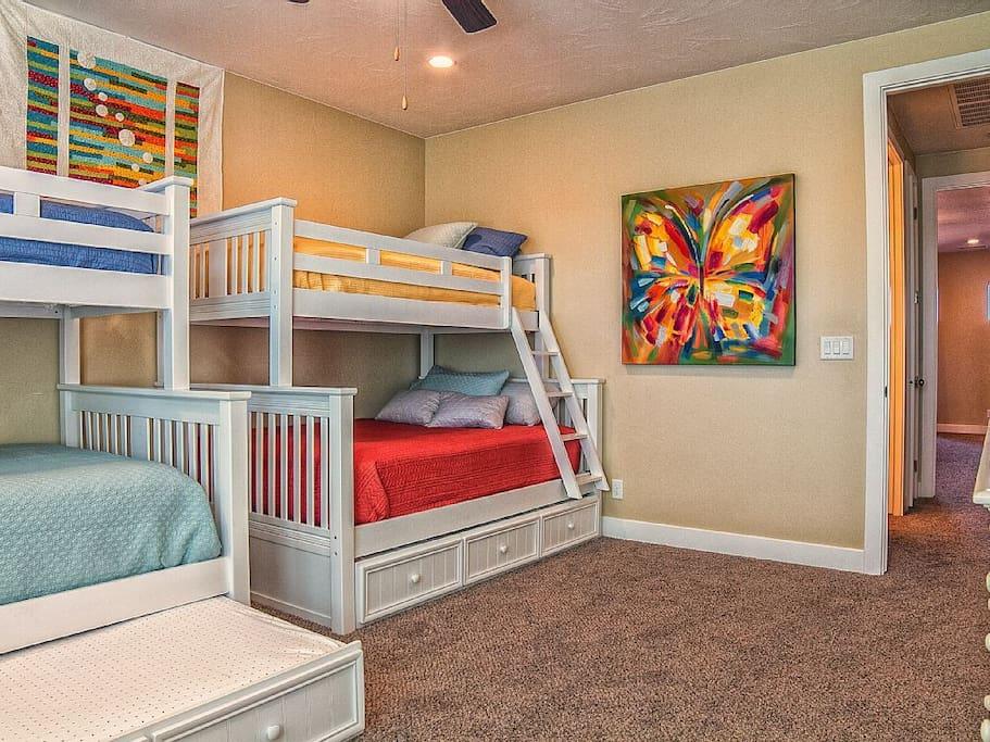 Fun Bunk Room! Twin over Full + Trundle!