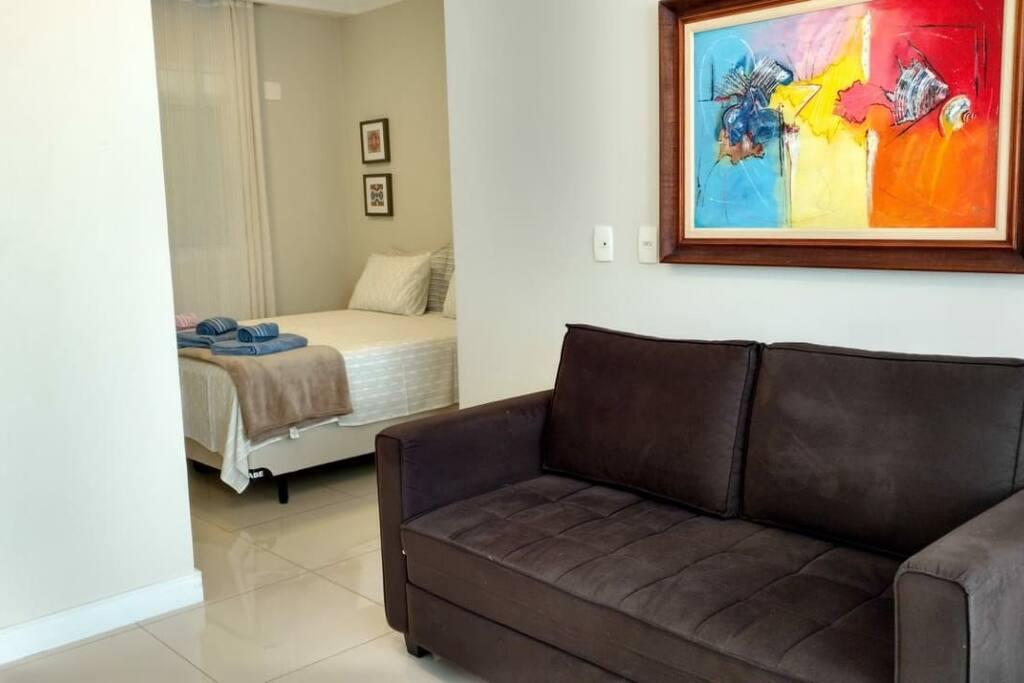 Cama Queen e sofá cama