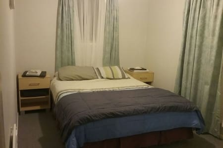 Cosy Bed + Private Lounge for up to 4 in Turangi - Turangi - 独立屋