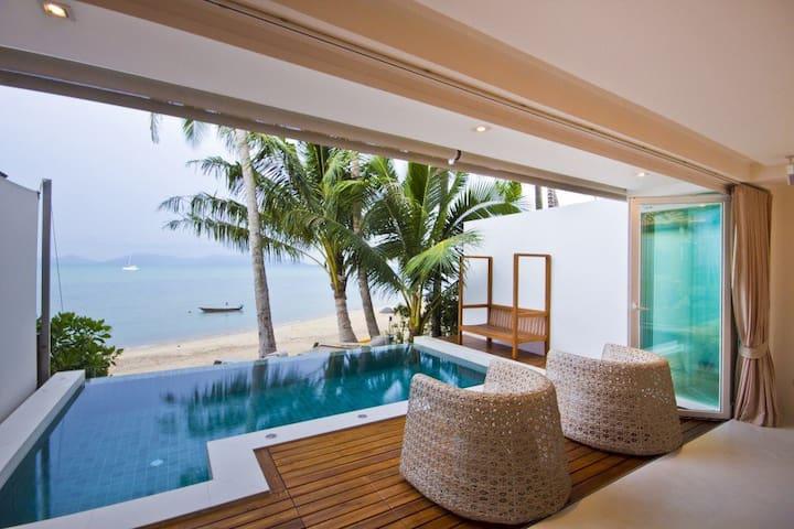 Panu - Split Level Luxury Beachfront Apartment