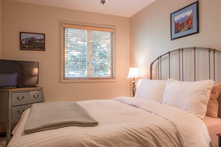 The second bedroom includes an upgraded queen size Serta mattress, as well as a desk which provides a great work-friendly space.