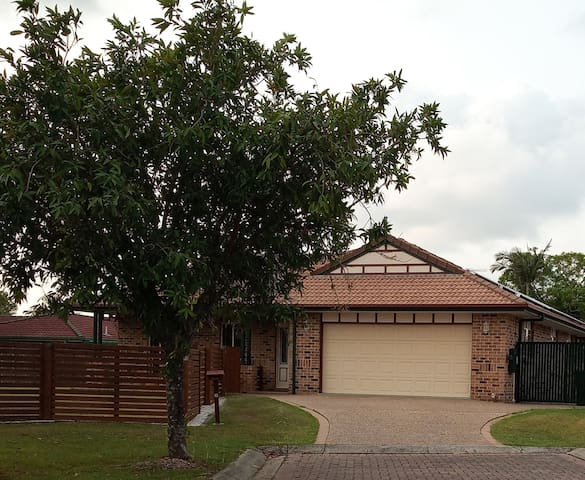 Meadowbrook home and great access to SE Qld