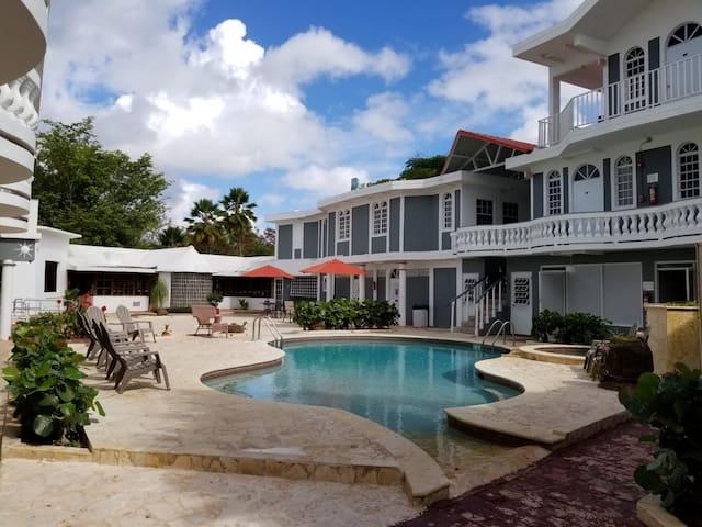 The Village inn Hotel- 2 guest  w/ Pool Sun Deck