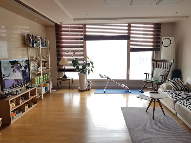 For women, 5min Busan university. Clean Apartment