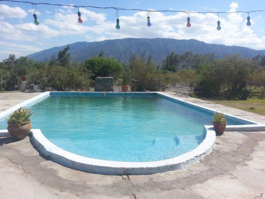 Bella casa hecha de adobe con piscina en zonda case in for Piscinas de san juan