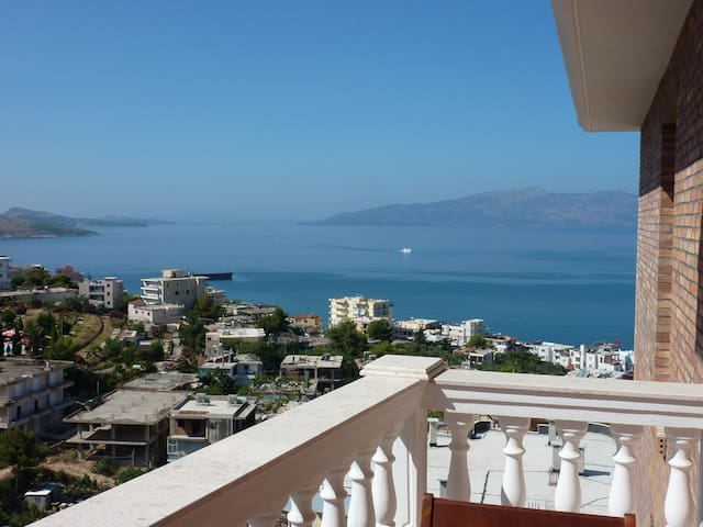 Modern apartment with sea view close to the beach - Sarandë - Apartment