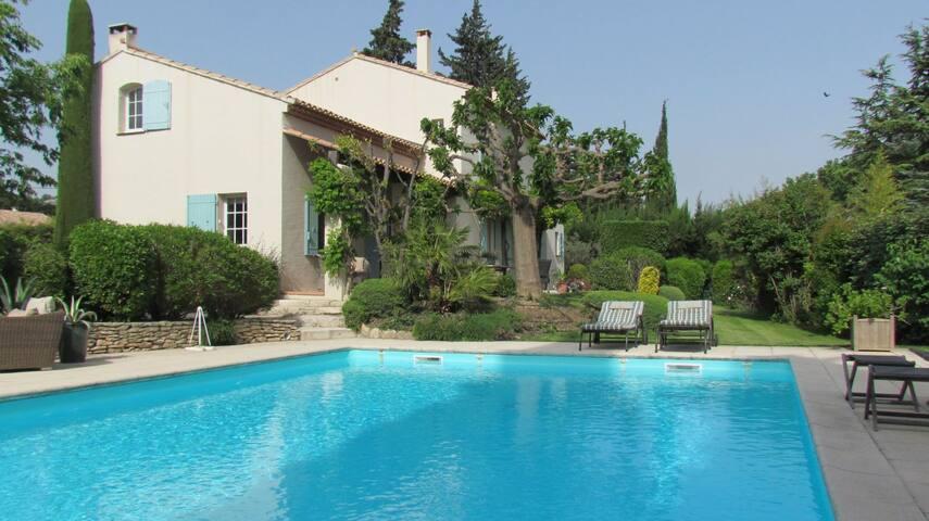 Jolie maison avec piscine privée 1342 - Paradou - House