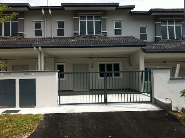 Peaceful and comfort environment! - Semenyih - Casa