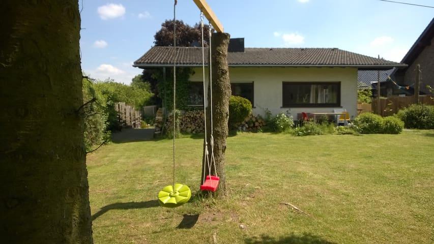 Ganzjahreswohlfühlhaus mit viel Natur - Blankenheim - House