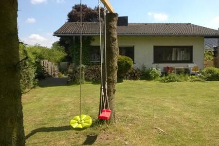 Ganzjahreswohlfühlhaus mit viel Natur - Blankenheim - บ้าน