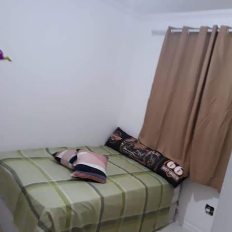 Quarto com cama de casal no  Morumbi vila Andrade.