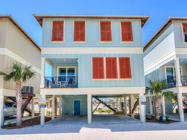 New construction, 2 min walk to beach cottage