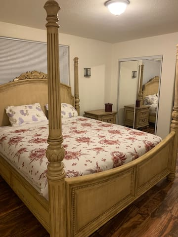Private King Bedroom! Downtown Sacramento!