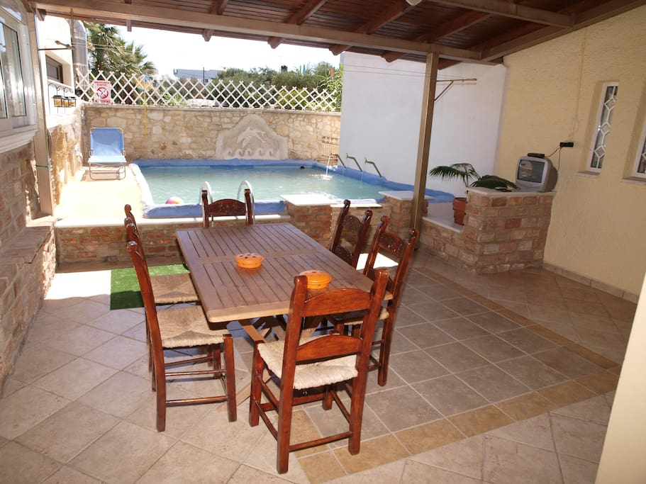 Outdoor Dining area - Private pool