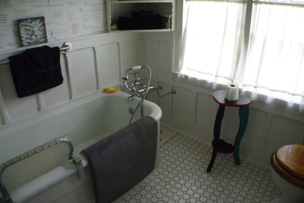 Shared bathroom with the Garden Suite