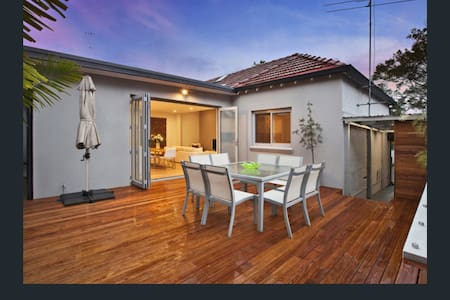 Modern open plan house with deck - Leichhardt - Σπίτι