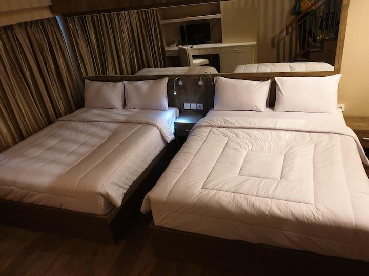 Kamar Luas; 2 Queen Bed dan balkon. (2)