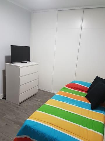 Habitación individual- Single Room (Cuatro Torres)