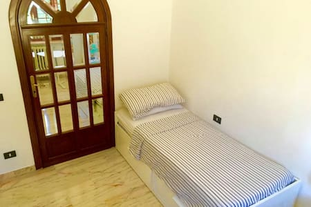 Quiet and nice room at 10'walk from train station - Livorno