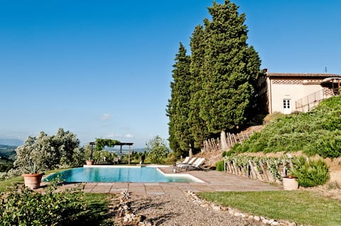 A charming Tuscan barn with breathtaking 360° view