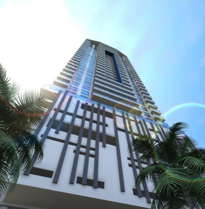 Edificio nuevo de 38 pisos. una cuadra del edificio podrá encontrar la avenida San Martín, donde se encuentran restaurantes, centros comerciales, casinos, Bancos, cajeros automáticos casas de cambio, droguerías y supermercados como Carulla, Olímpica abiertos las 24 horas.