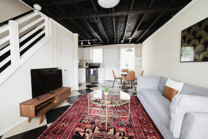 Relaxing 2BR in Historic Cottage Hill by Dwella
