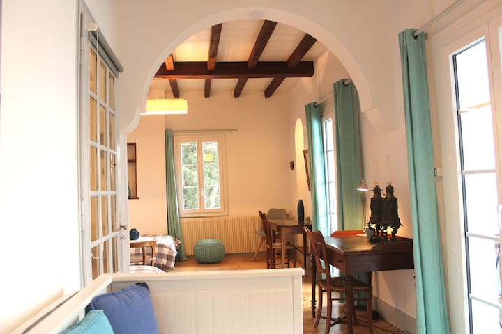 1st floor: bedroom with 4 single beds (4X90X200) with loggia lake side