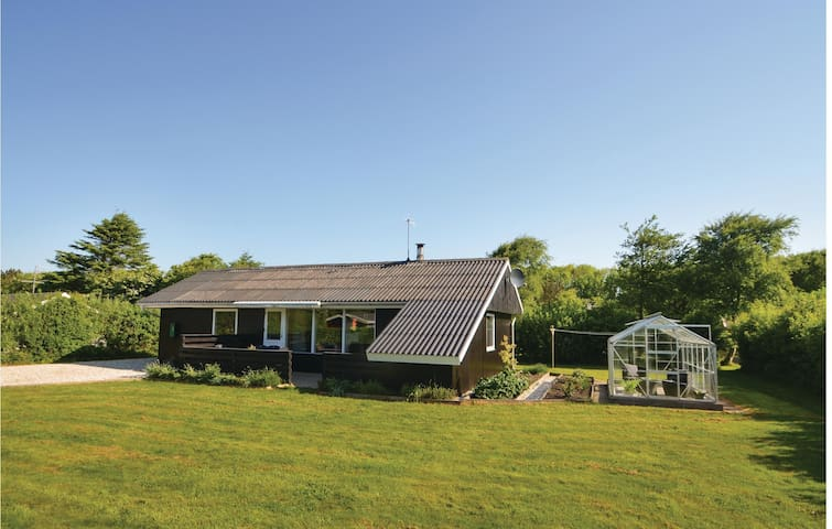 Holiday cottage with 3 bedrooms on 70m² in Vestervig