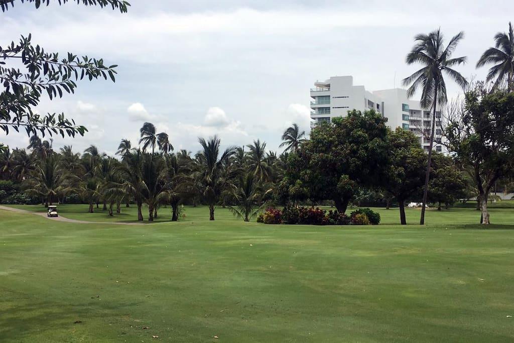 Junto al campo de golf