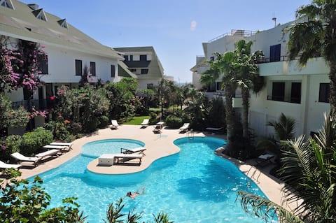 Nice Studio with terrace, sea views, pool, wifi