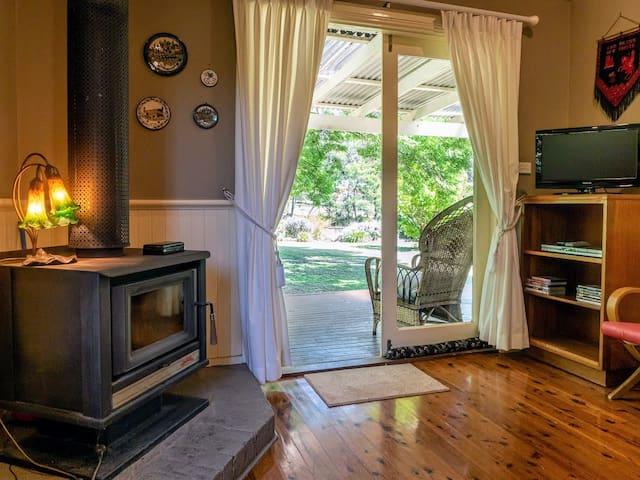 Gibbergunyah Cottage Suite - Continental Breakfast