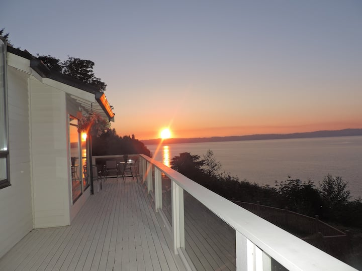 Beautiful Puget Sound Waterfront Vacation Home