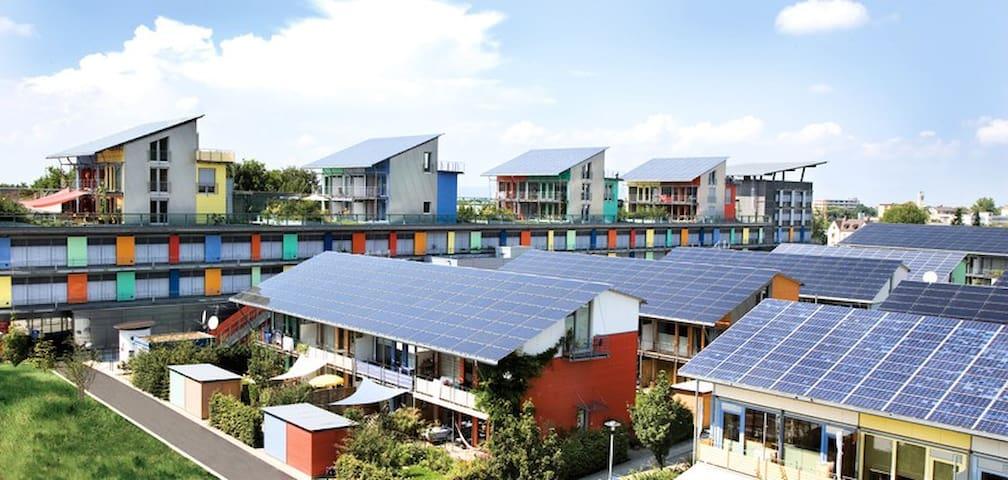privates Doppelbettzimmer (Solarsiedlung Freiburg)