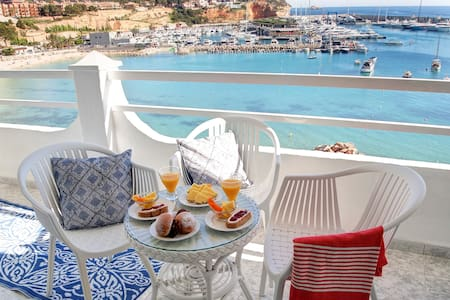 A view to Paradise in exclusive Port Adriano