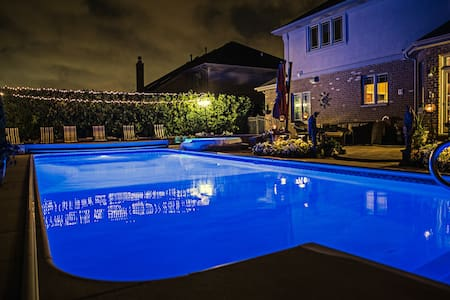 Luxury Home with In-ground Pool - Tinley Park - Huis