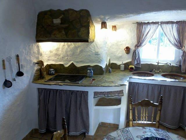 Cuevas Almugara - Lapicecus - Cortes y Graena - Gua