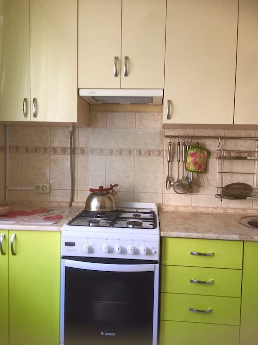 Beautiful lime kitchen with new cabinets