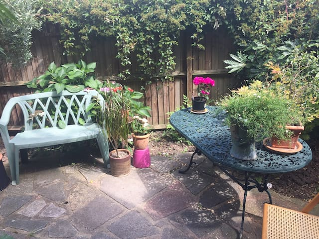 Quirky house in quiet location. - London - Bed & Breakfast