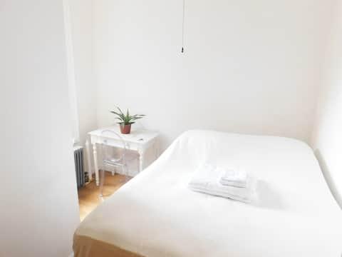Soho Private Clean & Quiet Bedroom